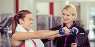 Personal Trainer Ausbildung zwei Frauen